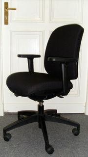 Alter Bürostuhl (alles in schwarz)