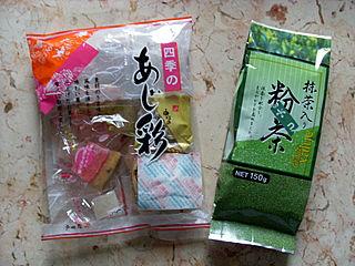 Süßigkeiten und grüner Tee aus Japan