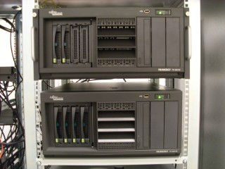 Fujitsu Siemens Server im Rack